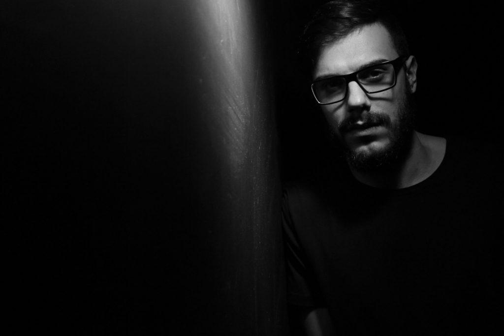 Lewis Fautzi - Desire Techno